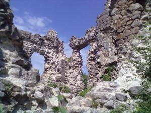 Всередині центральної вежі середнянського замку