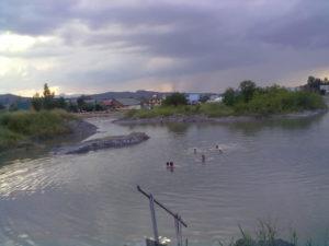 Солене озеро з острівцем у Солотвино