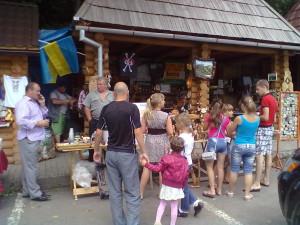 Сувенірний базарчик біля Ділового - географічний центр Європи