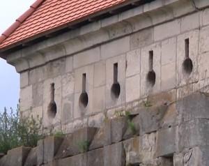 Бійниці на башті скалатського замку