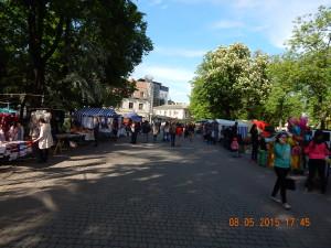Сувенірний базарчик між площею Лесі Українки та площею Міцкевича