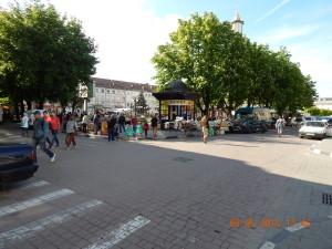 Перед Днем міста Івано-Франківська площа Ринок обростає сувенірними лотками