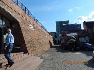 Оборонний мур Станіславської фортеці і вхід до Арсеналу