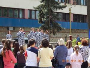 Дитячий концерт на Вічевому майдані - військове вбрання навіть на дітях