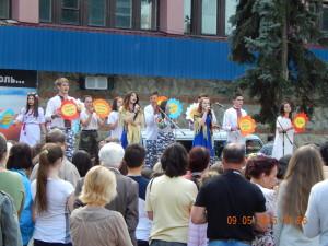 Діти із піснею про Україну