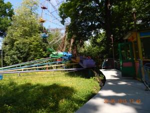 Шалені гірки і колесо огляду в Івано-Франківську