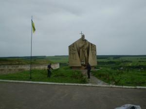Пам'ятник Сагайдачному біля хотинської фортеці
