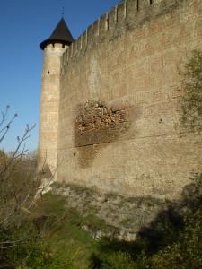 Орнамент на стіні Хотинського замку