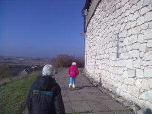 Оглядовий майданчик - доріжка довкола замку в Олеську