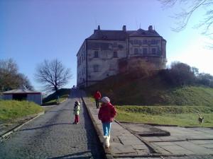 Дорога до Олеського замку