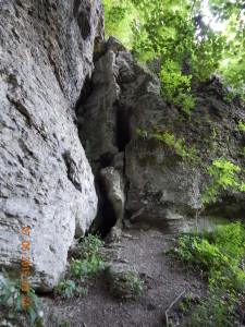 Двохярусна печера в скельному монастирі