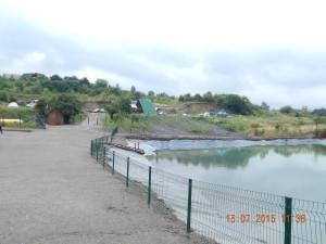 Чагарники довкола соленого озера на Дачії-Люкс - безпечно, але потрібно бути обережним