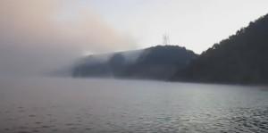 Дністровські схили у Старій Ушиці в тумані