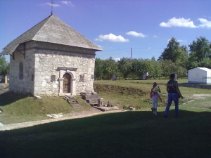 Каплиця святого Василія на фундаменті Успенського собору в Крилосі