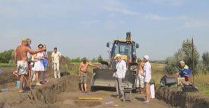 Бульдозер допомагає археологам