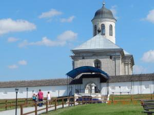 Успенська церква та укріплення довкола неї в селі Крилос