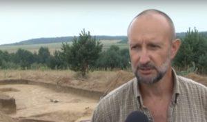 Дмитро Павлів на розкопках біля ріки Вишня