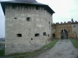 Лицарська вежа у меджибізькому замку і ворота