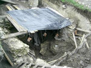Археологічні розкопки у дворі замку