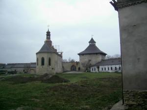 Двір меджибізького замку