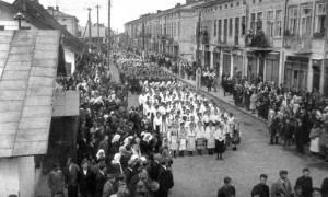 Парад в Кам'янка-Бузькій, стара фотографія