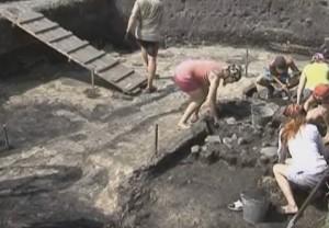 Розкопки давньоруського поселення