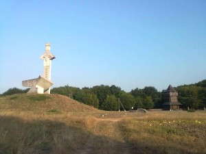 Знак Меч і рало і фортечна башта у селі Крилос