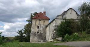 Башта замку у селі Свірж