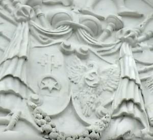 Герб на палаці Вишневецьких