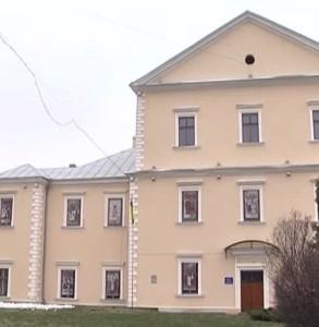 Головний фасад замку у Тернополі