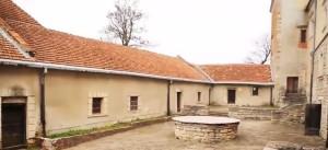 Криниця у дворі свірзького замку