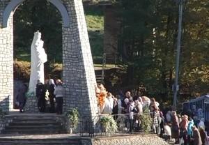 Проща у Погоні, біля статуї Діви Марії