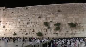 Стіна плачу - все, що залишилилося з єрусалимського храму, католики святкують свято Введення у храм Пресвятої Богородиці