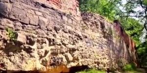 Уламок стіни на Високому Замку у Львові - конкуренті Звенигорода