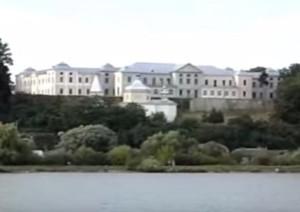 Вишнівецький замок над ставом