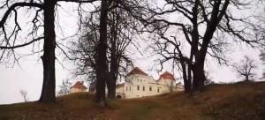 Замок та залишки парку