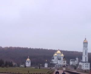 Зарваницький маріїнський духовний центр і площа, де в Зарваниці відбуваються прощі