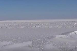 А так виглядає море біля Генічеська зимою - крига всюди