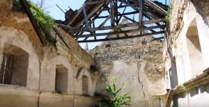 Костел на місці замку у селі Личківці