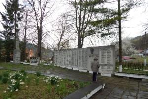 Меморіальний комплекс у Незвиську Городенківського району