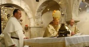 Мощі святого Миколи Чудотворця зберігаються в італійському місті Барі, з них збирають миро