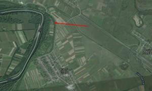 Село Есень, замковий пагорб позначений стрілкою на впадінні ріки Чаронда в Тису
