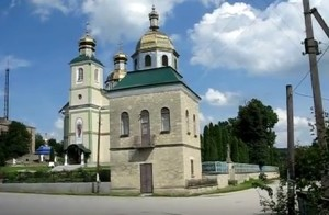 Церква Більче Золотого, можливо у її побудові використовували камінь із замку