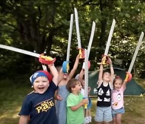 В летнем лагере дети должны быть под постоянным присмотром взрослых