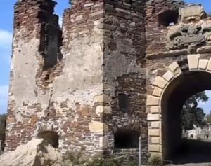 Брама замку у Підзамочку