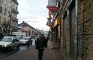 Частина вулиці Новгородської, вдалині - вулиця Тичини