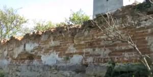 Оборонні мури довкола костелу в Соколівці