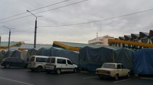 Палатки з одягом на продовольчому ринку
