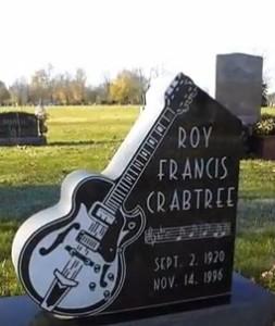Памятник из гранита в виде гитары