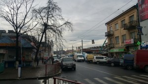 Перехрестя з вулицею Валовою